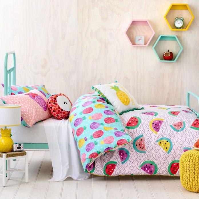 Roupa de cama colorida para combinar com as pelúcias
