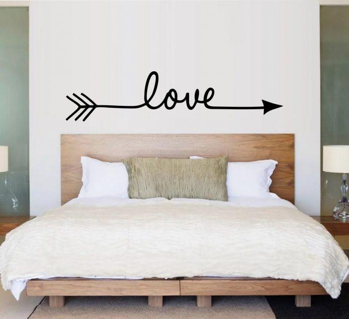 decoração clean com adesivo love