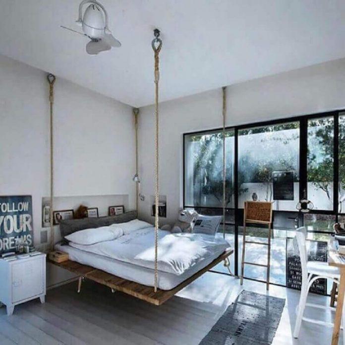 quarto clean branco com cama suspensa