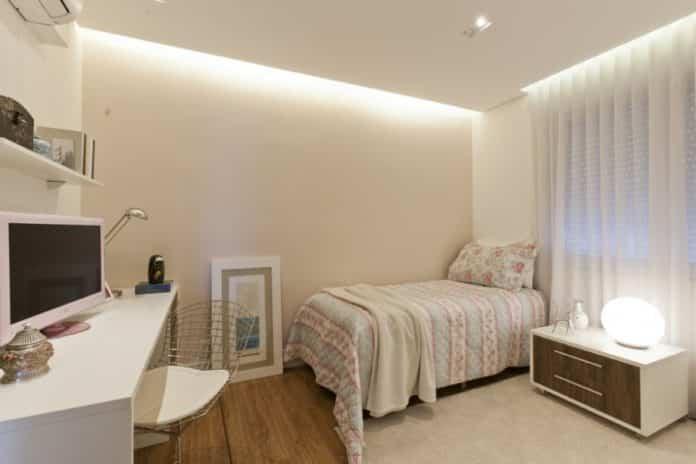 quarto no estilo moderno com cama de solteiro