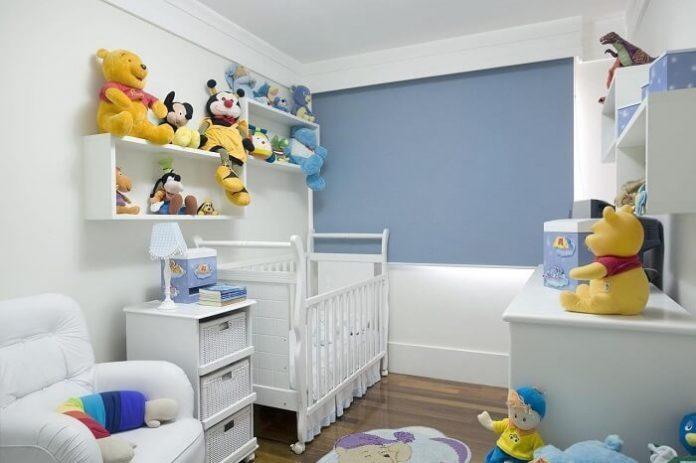 Utilização de urso de pelúcia para compor uma decoração de quarto de bebe barato