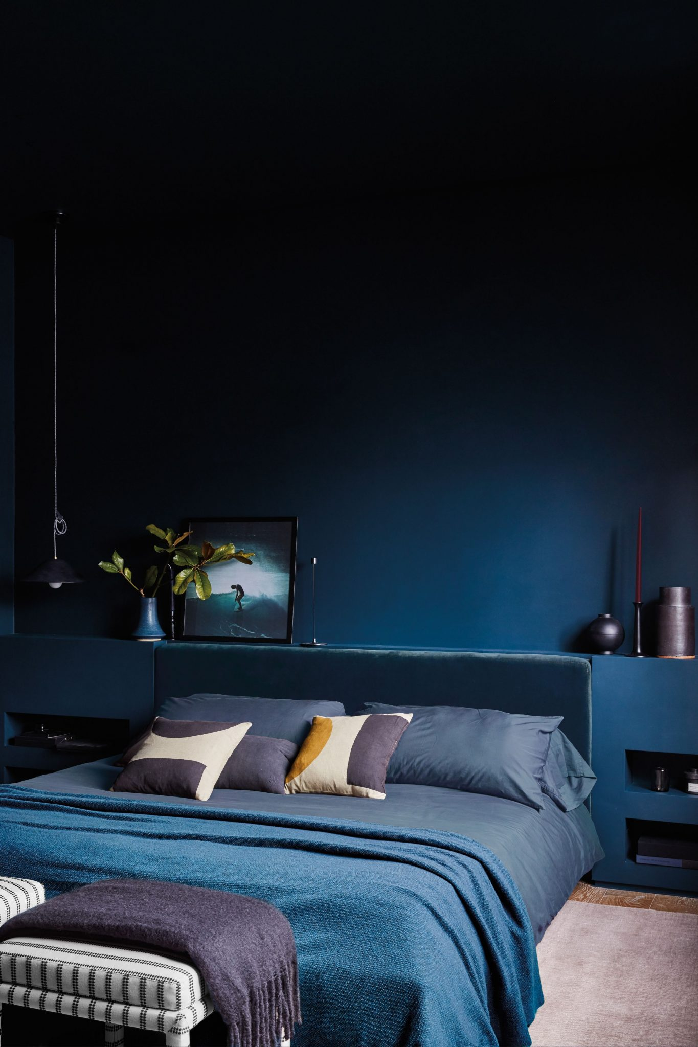 parede monocromática azul para o quarto