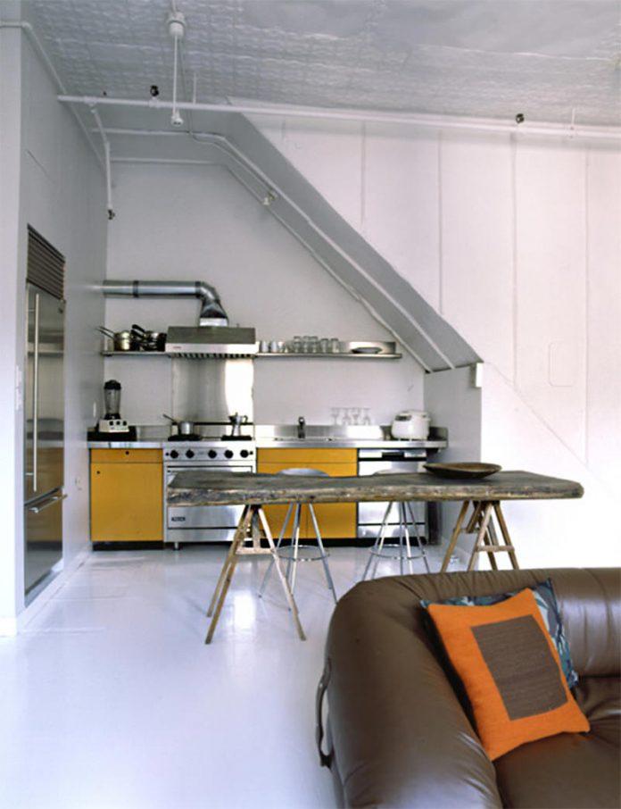 Ilha em uma cozinha feita de cavalete