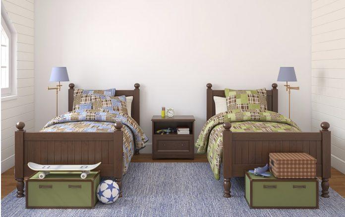 cores neutras para um quarto com camas e lençóis iguais