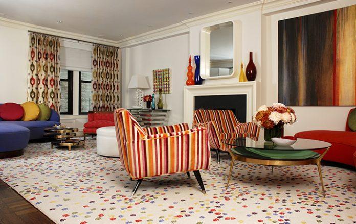 Decoração lúdica para sala com cores vibrantes
