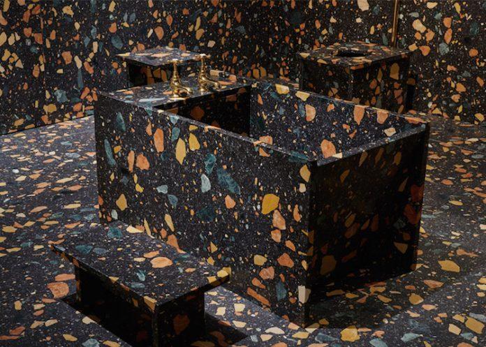 banheiro mais ousado e inusitado tendendo ao lúdico utilizando granilite com cor preta e as pedras coloridas e grandes