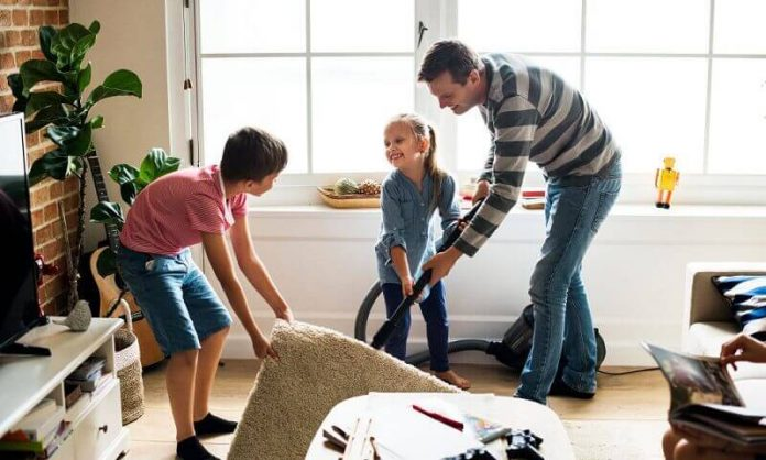 Como Envolver a Família Inteira em uma Limpeza Ordenada