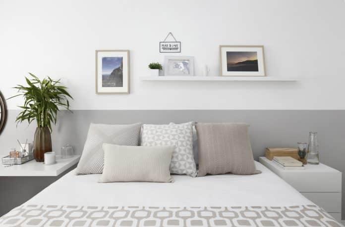 Pintura setorizada para quarto dando efeito de cabeceira para cama