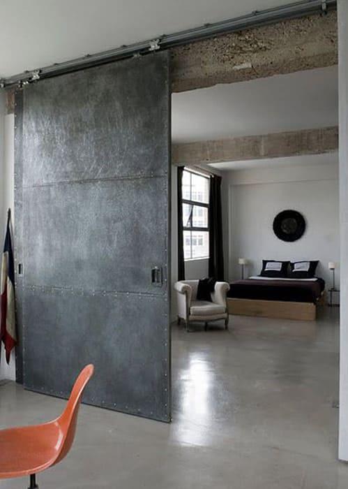porta de aço para uma decoração industrial