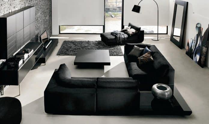 sofás pretos e móveis pretos combinando com a tinta da sala