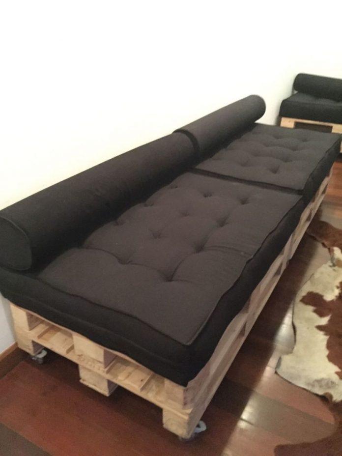 Almofada Futon para cobrir um sofá feito de pallet