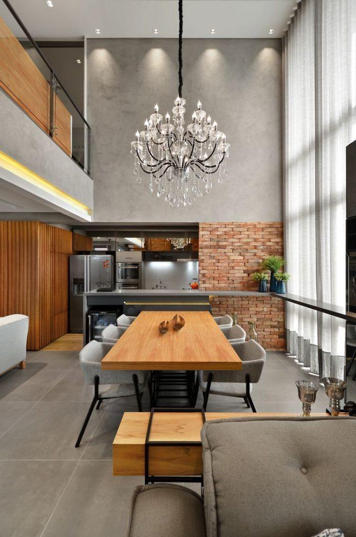 Sala de jantar no estilo industrial com mesa de ferro e madeira para combinar com o estilo