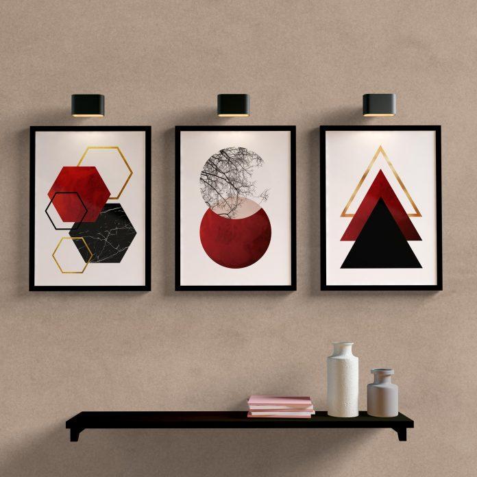 quadro que mostra figuras geométricas em formas diferentes muito bonito sobre uma prateleira que é uma outra forma de o utilizar na decoração
