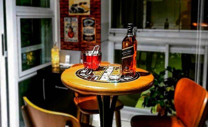 Bar em Casa: Aprenda a como fazer um com uma bela decoração