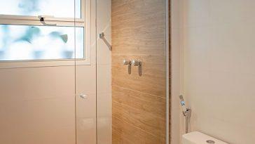Banheiro com Piso de Madeira: Tipos de Madeira +6 Modelos Inspiradores